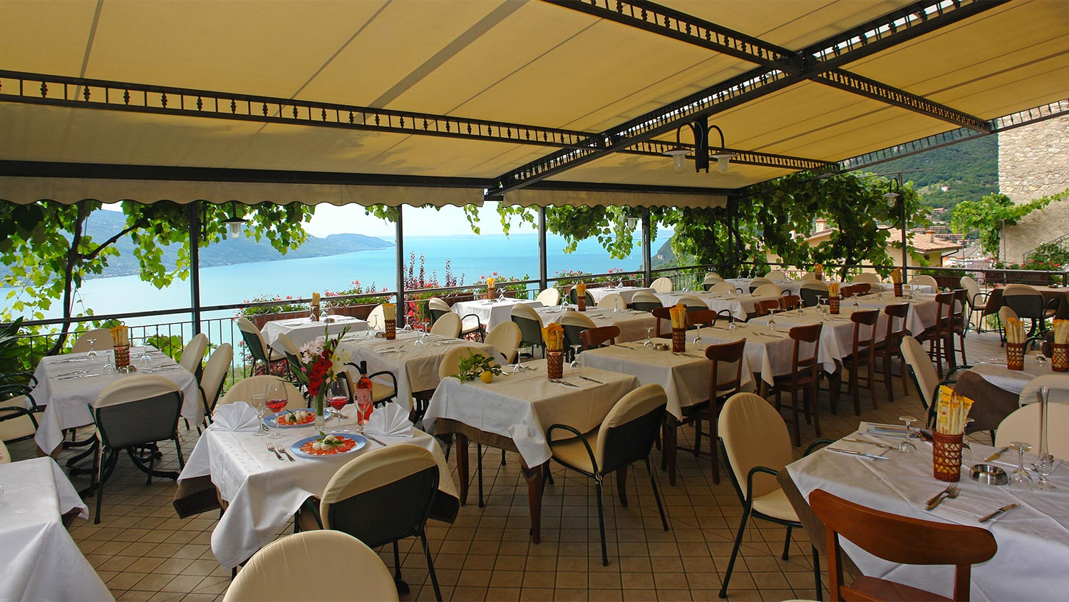 al ristorante Albona restaurant's uniqueness is derived from it's distinctive roots in the european town of albona, istria, built on a high hill overlooking the gateway of the adriatic sea, sharing cultural and political soils with croatia, slovenia and italy.